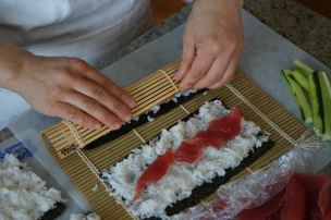 making tekka maki